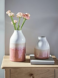 NEW Two Tone Blush Vases Crafted from ceramic with a unique two tone blush finish, our simply shaped glazed vases will add a pop of colour to your living space. With a white neck graduating through peachy tones of soft blush, these vases will perfectly c Pottery Painting, Pottery Vase, Ceramic Pottery, Thrown Pottery, Slab Pottery, Porcelain Ceramics, Ceramic Vase, Porcelain Jewelry, Fine Porcelain