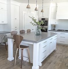 Kitchen with Mannington Historic Oak laminate: https://instagram.com/manningtonfloors/