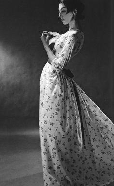 Photographer Lillian Bassman, early 1950s // Flickr