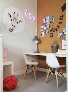 Een kinderkamer die stoer is, maar ook girly. A children's room that is cool, but also girly. Ikea Hack Kids, Ikea Kids Room, Kids Room Wall Art, Diy Room Decor For Teens, Little Girl Rooms, Black Decor, New Room, Girls Bedroom, Girly