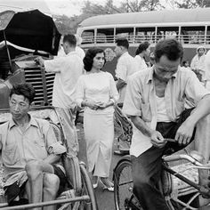 1963 a bike a beca a bus - Poskod Malaysia Old Pictures, Old Photos, Vintage Photos, Kuala Lumpur City, Vintage Swatch Watch, Singapore Photos, History Books, Once Upon A Time, Historical Photos