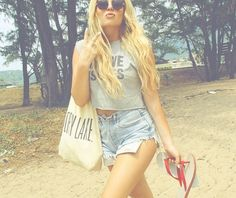love her style Royal Fashion, Teen Fashion, Fashion Outfits, Womens Fashion, Fashion Shorts, Her Style, Cool Style, Crop Top And High Waisted Shorts, Cool Outfits