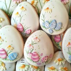 Image may contain: 2 people, food Fancy Cookies, Iced Cookies, Cute Cookies, Easter Cookies, Cupcake Cookies, Easter Treats, Sugar Cookies, Easter Biscuits, Flower Cookies