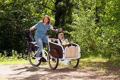 """""""De soci.bike is goed ontworpen. Aan alles is gedacht. Van de veiligheid (gordels en verlichting) tot aan het design."""" Anouk van den Brink soci.bike elektrische bakfiets"""
