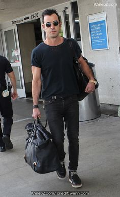 Justin Theroux  arrives at Los Angeles International (LAX) airport http://icelebz.com/events/justin_theroux_arrives_at_los_angeles_international_lax_airport/photo1.html