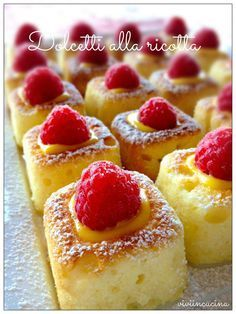 Vivi in cucina: Dolcetti alla ricotta con crema pasticcera e lamponi I do not understand a word, but I will figure it out, because it looks yummy. Italian Pastries, Italian Desserts, Mini Desserts, Italian Recipes, Delicious Desserts, Yummy Food, Italian Dishes, Sweet Recipes, Cake Recipes
