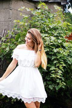 Mis Marli: White dress bare shoulders