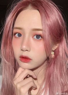 Discover recipes, home ideas, style inspiration and other ideas to try. Makeup Korean Style, Korean Hair Color, Korean Natural Makeup, Asian Eye Makeup, Mode Ulzzang, Ulzzang Hair, Ulzzang Makeup, Make Up Looks, Korean Beauty Girls