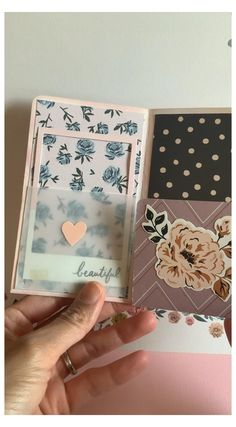 Mini Albums, Diy Mini Album, Mini Album Tutorial, Mini Scrapbook Albums, Scrapbook Paper Crafts, Scrapbook Cover, Photo Album Scrapbooking, Diy Scrapbook, Bullet Journal Lettering Ideas