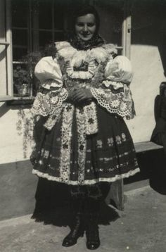 Hradcovice 1952 Folk Costume, Costumes, European Clothing, Drawing Wallpaper, Traditional Clothes, Vintage Pictures, Czech Republic, Ethnic, Faces