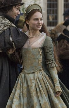 The Other Boleyn Girl - Natalie Portman as Anne Boleyn Renaissance Costume, Medieval Costume, Medieval Dress, Period Costumes, Movie Costumes, Girl Costumes, Elisabeth I, The Other Boleyn Girl, Tudor Fashion