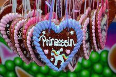 Lebkuchenherzen – ein ganz persönliches Geschenk Amazing Pics, Birthday Candles, Cool Pictures, Software, Create, Anniversary, Balloons, Stocking Stuffers, Birthday