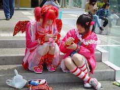 """Japanese Harajuku Girls and Harajuku Style has been used to describe teens dressed in many fashion styles ranging from Gothic Lolita (also gothic loli) Visual Kei, Ganguro, Gyaru, Kogal, to """"cute"""" Kawaii style clothing. Japanese Streets, Japanese Street Fashion, Tokyo Fashion, Harajuku Fashion, Kawaii Fashion, Harajuku Style, Pastel Fashion, Fashion Walk, Crazy Fashion"""