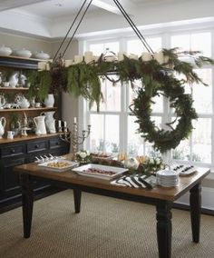 Are you going to set up a buffet for your Holiday meal? Not just any ordinary buffet. I'm talking about a buffet that's really and truly beautiful! Noel Christmas, Green Christmas, Vintage Christmas, Christmas Wreaths, Christmas Decorations, Christmas Chandelier Decor, Christmas Buffet, Classy Christmas, Minimal Christmas