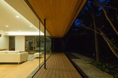 Traditional Japanese and modernist architecture come together in Kidosaki Architects Studio's Yokouchi Residence. Karuizawa, Beautiful Architecture, Architecture Details, Interior Architecture, Studio 24, Japanese House, Mid Century House, Modern Buildings, Modern House Design