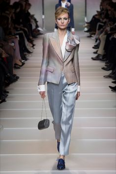 The complete Armani Privé Spring 2018 Couture fashion show now on Vogue Runway. Fashion 2018, Fashion Week, Work Fashion, Fashion Brands, Fashion Outfits, Fashion Design, Armani Prive, Giorgio Armani, Fashion Show Collection