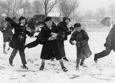 Interesting Black and White Photographs of Snowball Fights in the Past