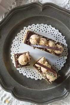 This peppermint crisp slice recipe is a play on a South African favourite, peppermint crisp tart. Layered with vanilla biscuit, chocolate and caramel Chantilly.