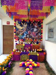 Altar de muertos, Mexico - is that a picture of Walt Disney? Halloween 2019, Halloween Themes, Halloween Decorations, Halloween Party, Office Decorations, Day Of The Dead Diy, Day Of The Dead Party, Mexican Holiday, Mexican Party