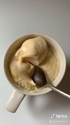 Mug Recipes, Easy Baking Recipes, Sweet Recipes, Dessert Recipes, Cooking Recipes, Microwave Recipes, Vanilla Mug Cakes, Easy Snacks, Diy Food