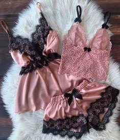 lingerie di lusso e Lounge Wear Pretty Lingerie, Bridal Lingerie, Beautiful Lingerie, Lingerie Set, Classy Lingerie, Sexy Pajamas, Cute Pajamas, Pyjamas, Lingerie Outfits