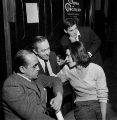 Oscar Niemeyer com os pais da Bossa Nova, Tom Jobim e Vinicius de Moraes (este acompanhado de sua mulher, Lila).