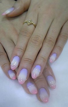 Purple to pink gradient nail art for warm Sprin