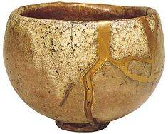 Hon'ami Koetsu (1558-1637), intended the repaired part to represent water flowing from melting snow. (Akaraku ware tea bowl, named Seppo. Property of Hatakeyama Memorial Museum of Fine Art) #kintsugi