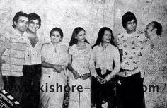 The mahurat of 'Amar Akbar Anthony' ..   Dharam ji gave the first clap, Vinod Khanna, Neetu Singh, Shabana Azmi, Parveen Babi, AB, Manmohan Desai ..