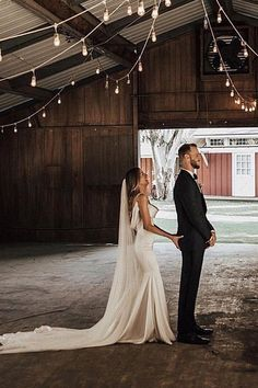 Tips For Planning The Perfect Wedding Day. Few brides and grooms found their wedding planning process to be stress-free. Wedding Picture Poses, Funny Wedding Photos, Wedding Pictures, Funny Wedding Photography, Perfect Wedding, Dream Wedding, Wedding Day, Wedding Bride, Wedding Engagement