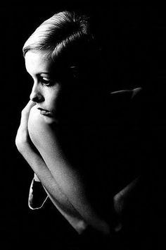 Black & White Portrait - Rare and Fabulous Photos of Twiggy - Photos