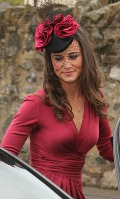 Looking lovely for the formal affair, Pippa Middleton was spotted in Scotland with friends to attend the wedding of Camilla Hook and Sam Holland this afternoon (May Fascinator Hats, Fascinators, Headpieces, Pippa Middleton Dress, Dresscode, Elisabeth Ii, Cocktail Hat, Fancy Hats, Wedding Hats