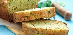 The Healthy Mummy shares the recipe for this delicious and nutritious healthy olive and zucchini loaf, ideal as a healthy snack during pregnancy. Pumpkin Zucchini Bread, Zucchini Banana Bread, Chocolate Zucchini Bread, Zucchini Bread Recipes, Loaf Recipes, Cake Courgette Feta, Cake Pesto, Bolo Vegan, Vegan Cake
