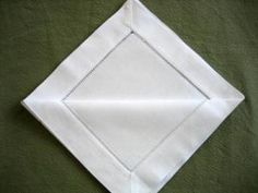 How to fold a napkin into a cone. Simple, elegant and will make your meal special Napkin Folding, Diy And Crafts, Bridal Shower, Napkins, Make It Yourself, Communion, Simple, Tableware, Meal