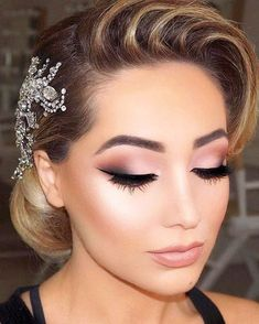 This smokey eye makeup paired w/ a vintage-retro bridal hair piece is perfect for your special day! #MUA #Brides