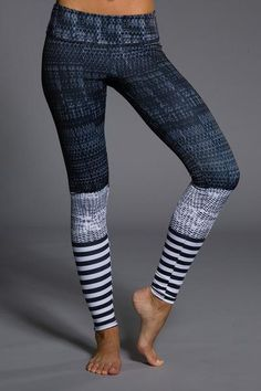 These leggings are dedicated for those who love to workout! From Barre to Pilates these Level Graphic Leggings are truly one of a kind and will support any exercise routine you have in mind. Available sizes: S/M, M/L  inseam on size S/M (in inches): 28.5 Hand or machine wash cold Tumble or hang dry Made in USA  Onzie Size Chart: Bottoms    Onzie Size One Size X/S S/M M/L L/L   Size 0-10 0-2 2-6 6-8 10-14   Waist (inches) 24-32 23-25 25-28 28-32 32-36    **Please note that this is a generic…