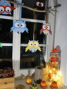 Window decoration owls - the handicraft page by Ines Owl Crafts, Diy Arts And Crafts, Hobbies And Crafts, Creative Crafts, Crafts For Kids, Paper Crafts, Diwali For Kids, Diwali Craft, Easy Rangoli Patterns