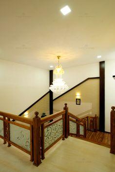 New wooden stairs handrail interior design ideas Wooden Staircase Railing, Interior Stair Railing, Stair Railing Design, Stair Decor, Glass Railing, Balcony Railing, Banisters, Balcony Glass Design, Staircase Lighting Ideas