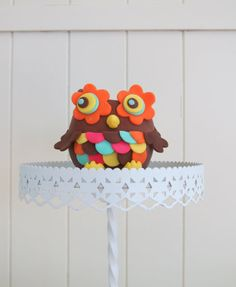 cakejournal.com/tutorials/how-to-make-a-flower-owl-cake-topper/