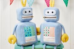 Free Robot Sewing Pattern Pretty Toys Patterns, Sewing Patterns, Sewing Projects For Kids, Sewing For Kids, Softies, Sewing Toys, Sewing Crafts, Diy Robot, Sewing Magazines