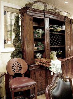 If you are having difficulty making a decision about a home decorating theme, tuscan style is a great home decorating idea. Many homeowners are attracted to the tuscan style because it combines sub… Tuscan Style Homes, Tuscan House, Style Toscan, Tuscan Home Decorating, Tuscan Dining Rooms, Tuscany Decor, Home Decor Catalogs, World Decor, Tuscan Design