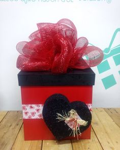 Valentine Treats, Be My Valentine, Valentine Day Gifts, Creative Gift Wrapping, Creative Gifts, Balloon Display, Candy Bouquet, Ideas Para Fiestas, Explosion Box