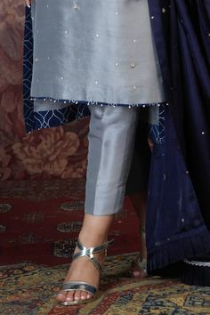 Elegant Dresses Classy, Stylish Dresses For Girls, Stylish Dress Designs, Classy Dress, Simple Dresses, Pakistani Fashion Party Wear, Pakistani Wedding Outfits, Pakistani Dress Design, Pakistani Dresses