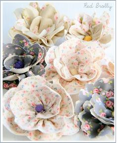 ATELIER CHERRY: broches  the whole page is filled with other sweet little broach Ideas