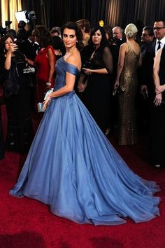 Penelope Cruz on the red carpet in a fabulous gown.  I love it!