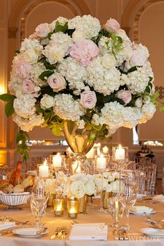 Timeless Wedding at The Fairmont Royal York | Timeless style and a fresh spring-inspired colour palette have us loving this Toronto wedding!| Photography by: 5ive15ifteen Photo Company