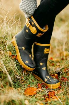 These make my heart happy.A Clothes Horse: Joules Wellies. These make my heart happy. Joules Wellies, Wellies Boots, Snow Boots, Cute Shoes, Me Too Shoes, Burberry, Wellington Boot, Bees Knees, Mellow Yellow