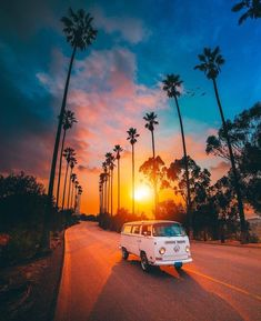 Driving off into the sunset or away from the sunset the sun is setting in any case and it looks amazing! travelinspiration cars fusca kfer retro road scholl vintage volkswagen vosvos volkswagen kfer fusca kfer vosvos cars retro old scholl vintage road Beach Aesthetic, Travel Aesthetic, Aesthetic Backgrounds, Aesthetic Wallpapers, Photowall Ideas, Nature Photography, Travel Photography, Landscape Photography, Summer Wallpaper
