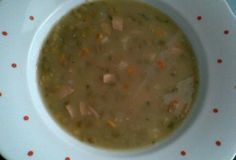 Čočková polévka s uzeným masem - recept. Přečtěte si, jak jídlo správně připravit a jaké si nachystat suroviny. Vše najdete na webu Recepty.cz.
