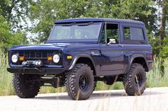 1977 Ford Bronco - Kenny had two old Broncos he planned on fixing up Classic Bronco, Classic Ford Broncos, Classic Trucks, Old Ford Bronco, Early Bronco, Bronco Truck, Cool Trucks, Pickup Trucks, Lifted Trucks